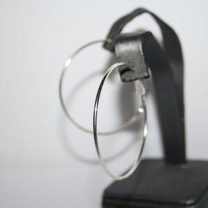 Beautiful silver nwot hoop earrings